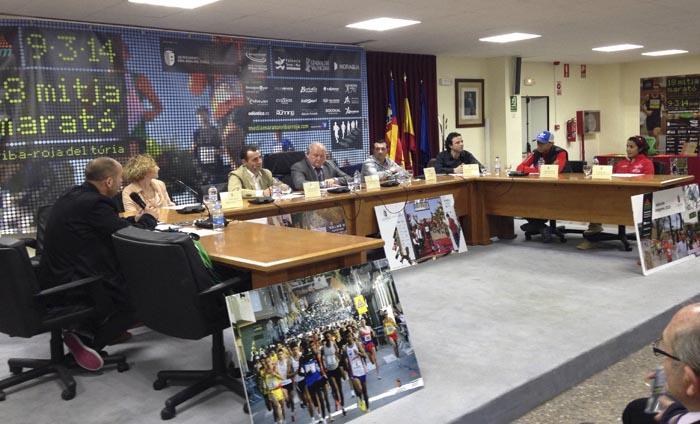 Escena de la presentació de la XVIII edició de la mitja marató de Riba-roja