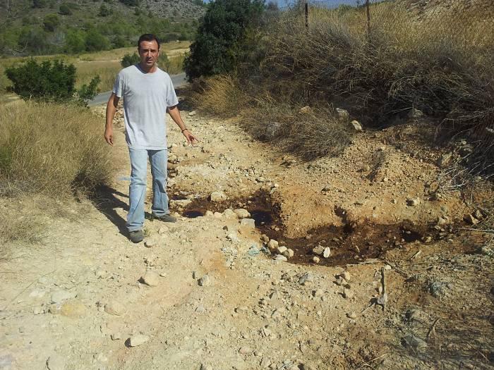 El portavoz del PSPV Robert Raga en la zona de la Basseta Blanca.