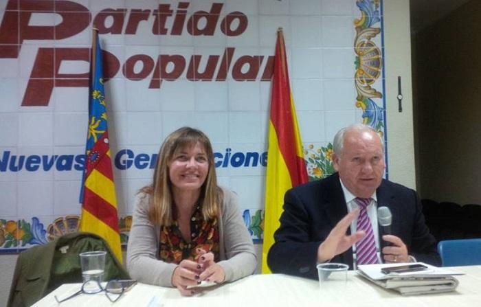 Francisco Tarazona y María José Ruiz, en la ejecutiva del PP celebrada ayer por la noche.