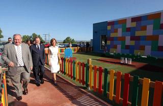 Autoridades visitando les Esoletes Municipals de Riba-roja de Túria