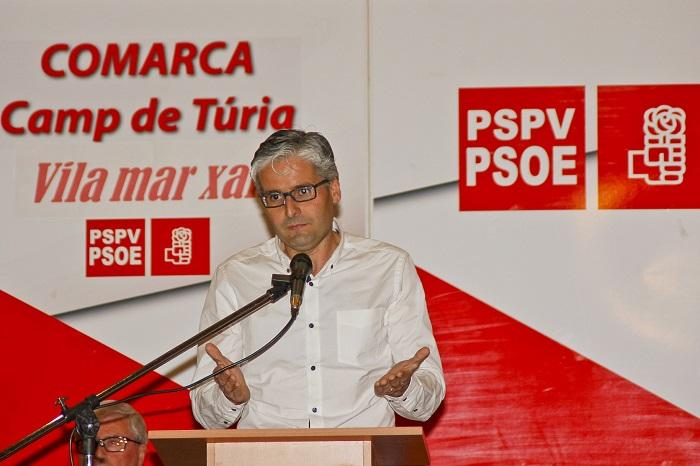 El candidato del PSPV a la alcaldía de Vilamarxant, Jesús Montesinos, en el acto de presentación de la candidatura.