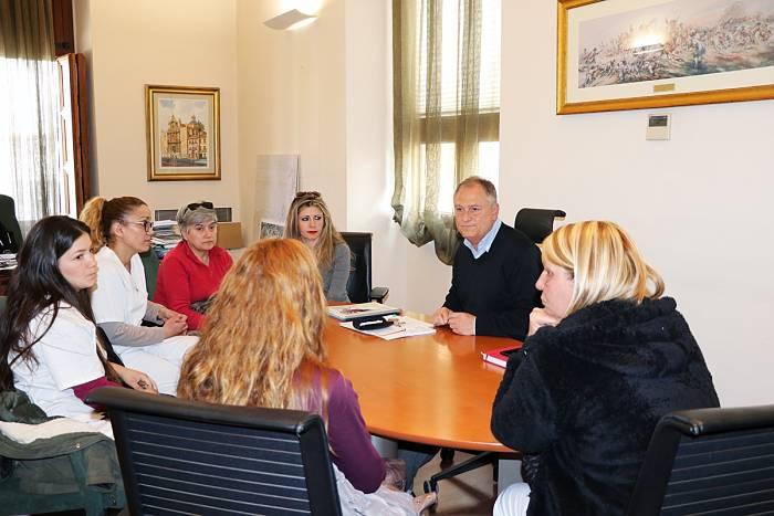 Reunión con trabajadoras limpieza Camp de Túria