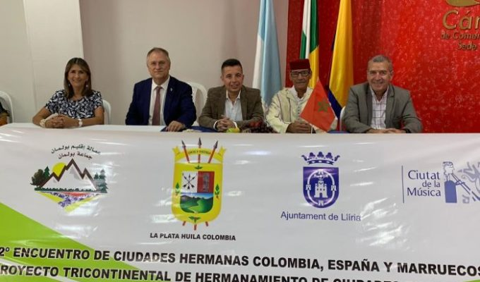 Firma acuerdo hermanamiento Llíria Camp de Túria