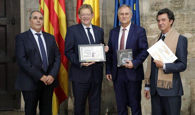 Puig con alcalde y presidentes bandas Llíria Camp de Túria