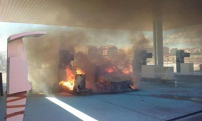 incendio coche gasolinera