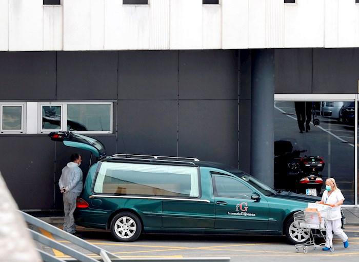 coronavirus coche fúnebre