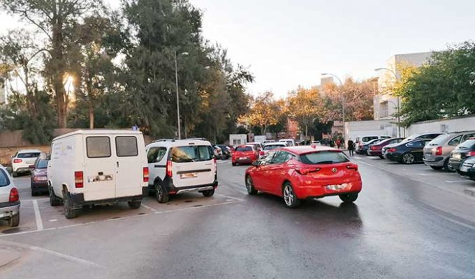 Cola de coches en el punto autocovid de Bétera