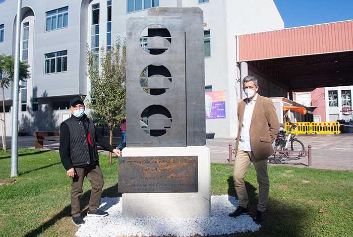 escultura covid la Pobla de Vallbona alcalde y escultor