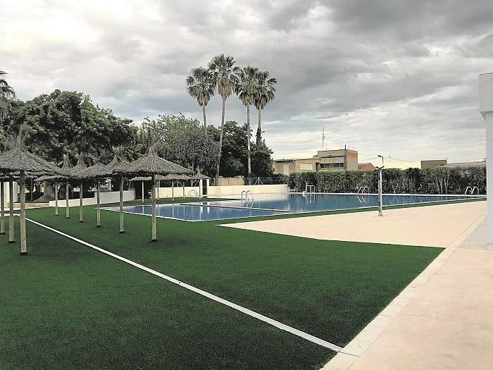 La piscina municipal reabre sus puertas tras la reforma for Piscina municipal lliria